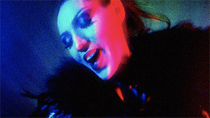 Ana Stassia singing in music video